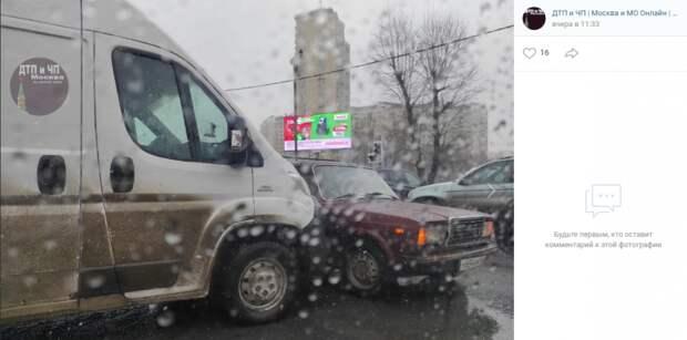На пересечении Дмитровки и Бескудниковского произошла авария