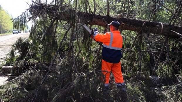 Летающие крыши, погнутые кресты: серия ураганов пронеслась поРоссии
