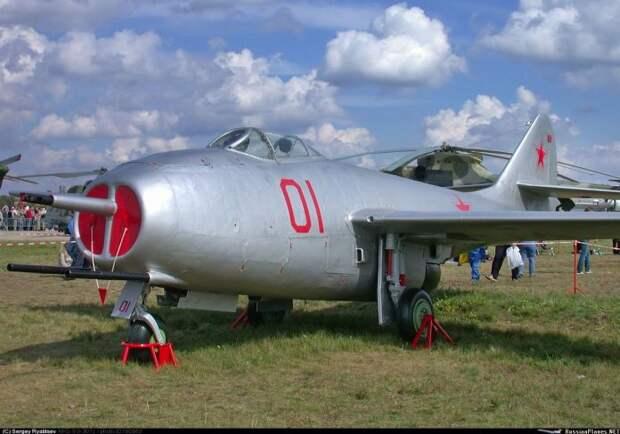 МиГ-9: первый советский истребитель с турбореактивным двигателем