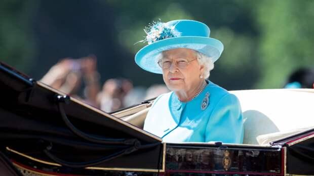 Британская королева Елизавета II перенесла празднование Дня Победы