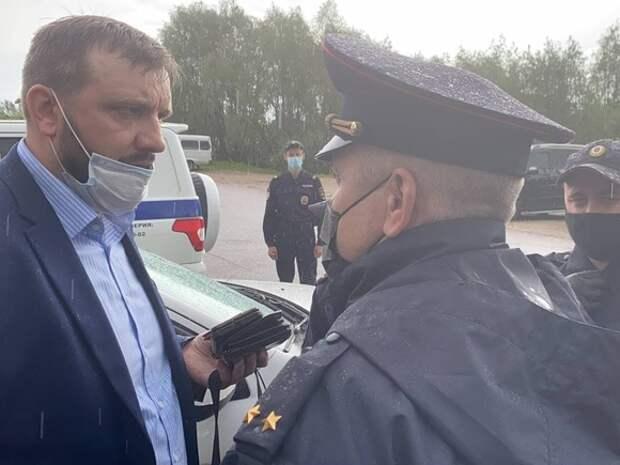 Участника Земского съезда из Ноябрьска попытались задержать за неповиновение полиции