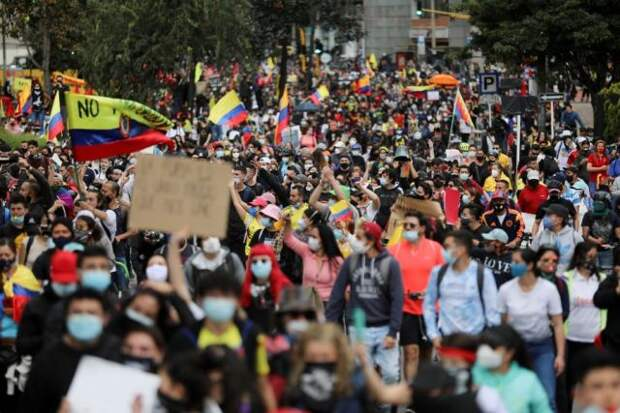 Свыше 90 человек пострадали в столице Колумбии за сутки протестов
