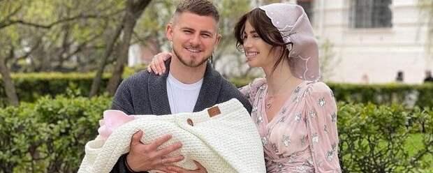 Певица Алекса крестила дочь