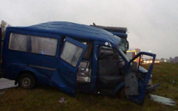 Грузовик влетел в микроавтобус — 5 погибших, трое в тяжелом состоянии
