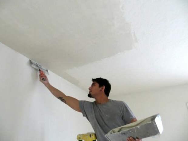 Как защитить стены от загрязнения при ремонте потолка