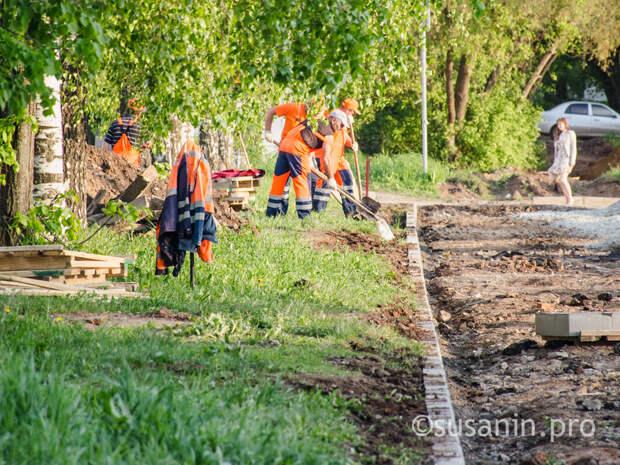 «Комфортная среда по средам»: в Ижевске начали благоустраивать сквер на улице Парашютной
