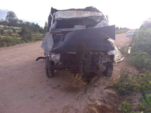 В Тверской области погиб пассажир упавшей с моста в реку «Газели»