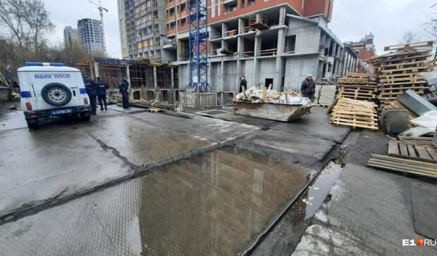 Строитель разбился насмерть в Екатеринбурге