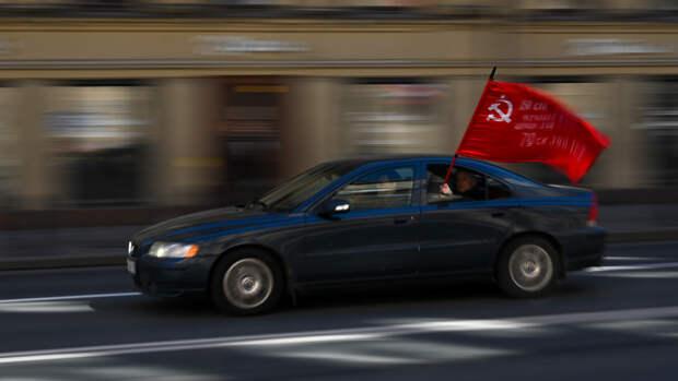 Военный парад с участием боевых машин прошел в Приднестровье