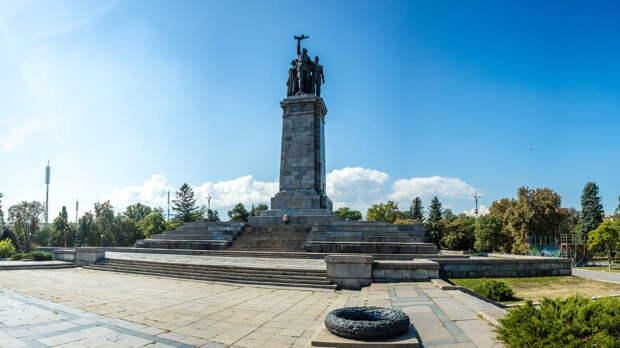 Президент Болгарии выступил против сноса памятника Советской армии