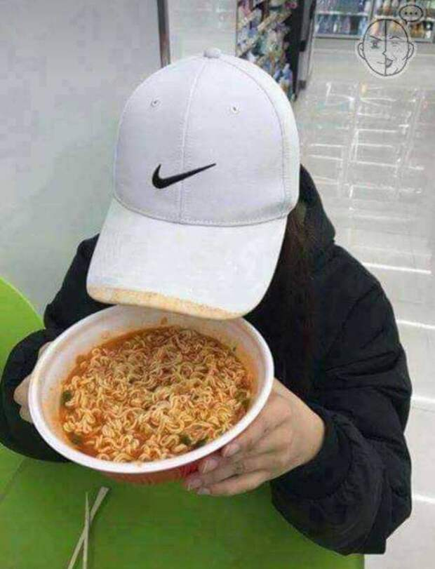 Испачкала кепку супом