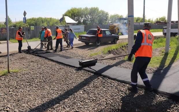 Разрушенные дорогу и тротуар до медцентра отремонтировали в Тайшете
