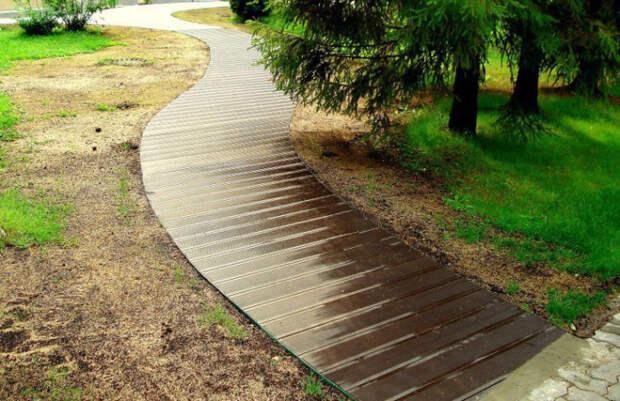 Садовая дорожка из террасной доски.