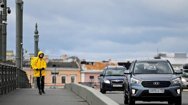 Строители-мигранты в России стали отдавать предпочтение курьерской работе