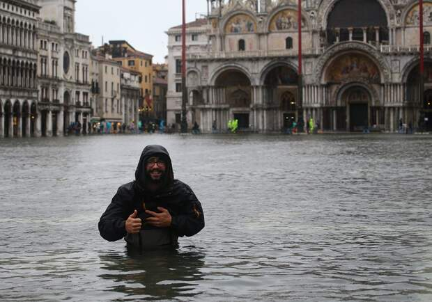 Рекордное за полвека наводнение: более 80% Венеции ушло под воду