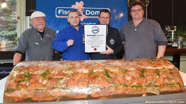 Немцы приготовили гигантскую заливную рыбу