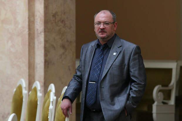 Выбирать между сроками. Депутата Резника задержали сразу после объявления выборов в ЗакС