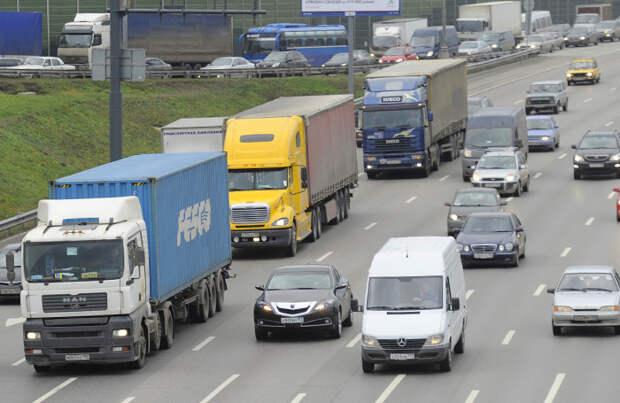 Ужесточение правил для грузовиков в Москве опять отложили