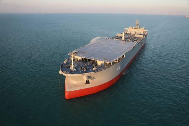 Иран перестроил один из своих танкеров в вертолетоносец