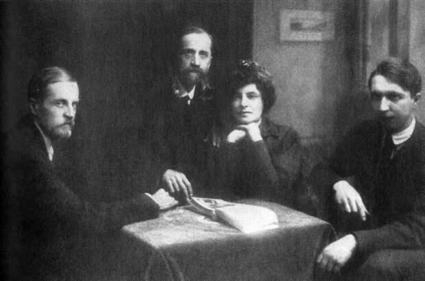 Д. Философов, Д. Мережковский, З. Гиппиус и В. Злобин, 1920 г. | Фото: epochtimes.ru