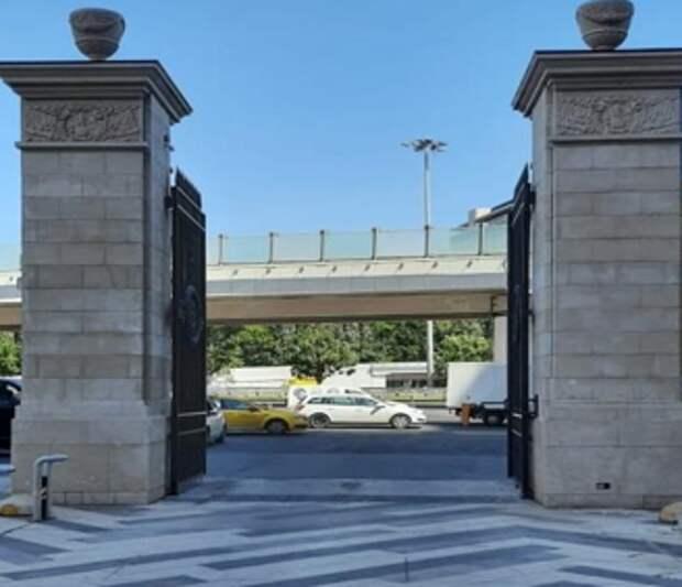 Незаконный шлагбаум на Ленинградке демонтировали