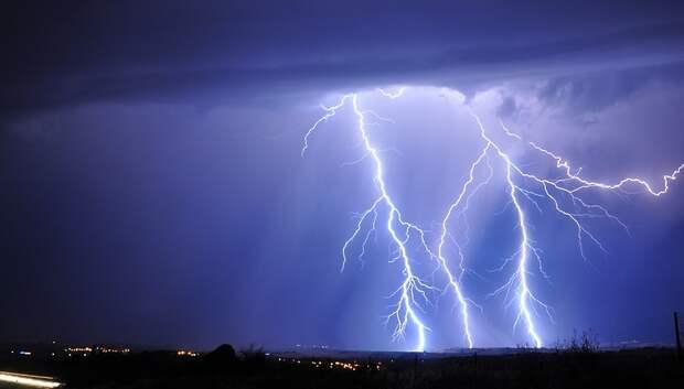 Жителей Подмосковья предупредили о грозе и сильном ветре