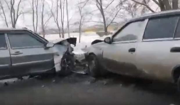 ДТП на Шоссейной: в Оренбурге лоб в лоб столкнулись Daewoo и «сто четырнадцатая»