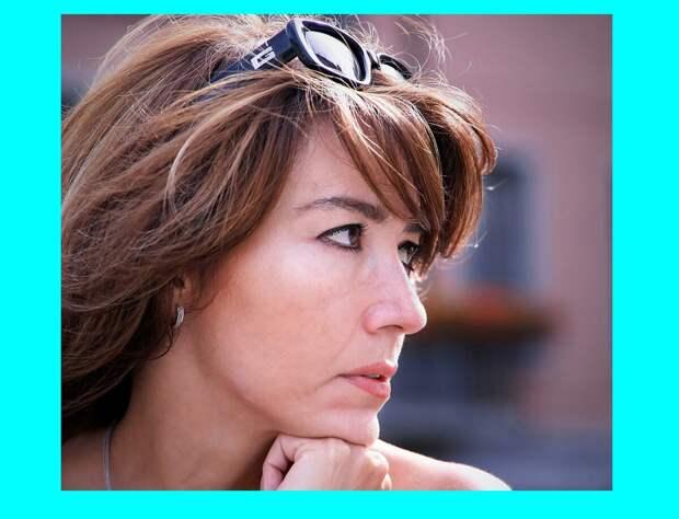 Странно, что зрелые женщины не замечают: 3 мелочи в макияже, которые действительно старят женщин после 50