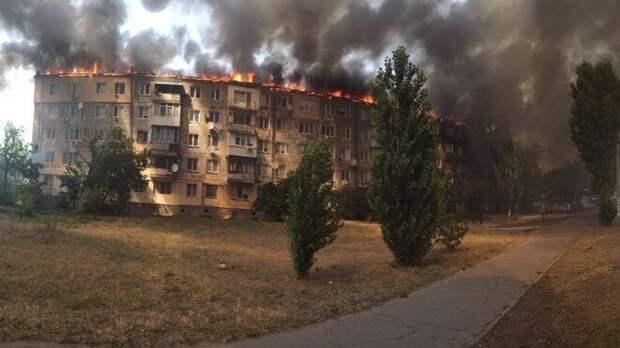 В Сеть попали кадры пожара в жилом доме, который устроил пьяный житель Новой Каховки