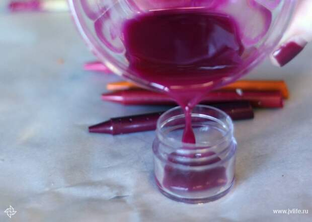 Diy lip gloss pouring