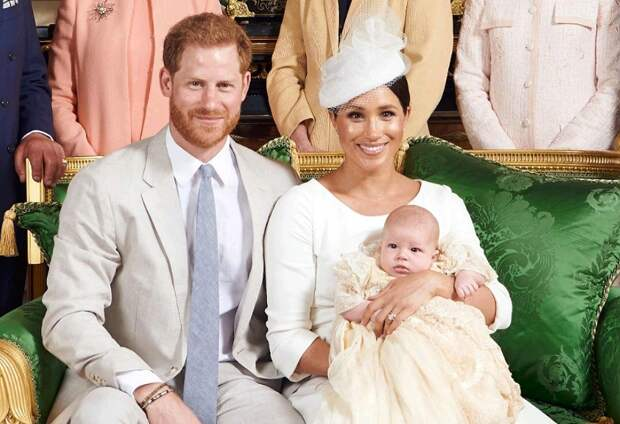 Меган и принц Гарри передумали крестить Лилибет в Лондоне