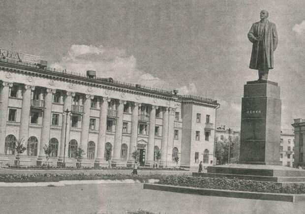 Новокуйбышевск, пл. Ленина. 1980-е г.