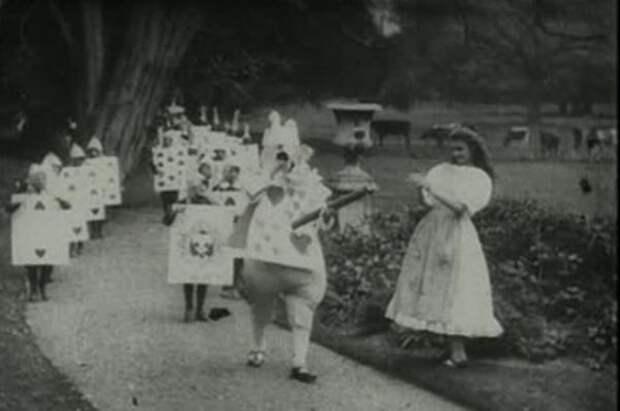 Алисы в Стране чудес. 12 образов героини Льюиса Кэрролла
