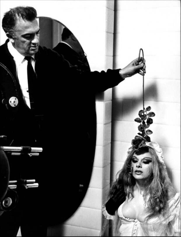 Федерико Феллини и Сандра Мило во время съёмок фильма «Джульетта и духи». Фото