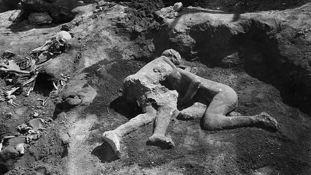 Жертвы извержения вулкана Везувий из города Помпеи