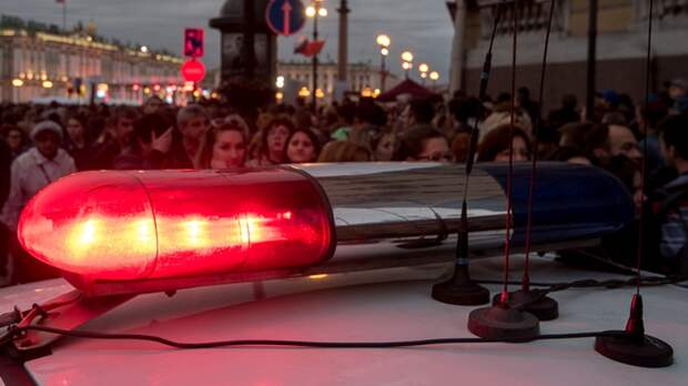 Девушка-водитель сбила байкера и протащила его на крыше авто в Петербурге