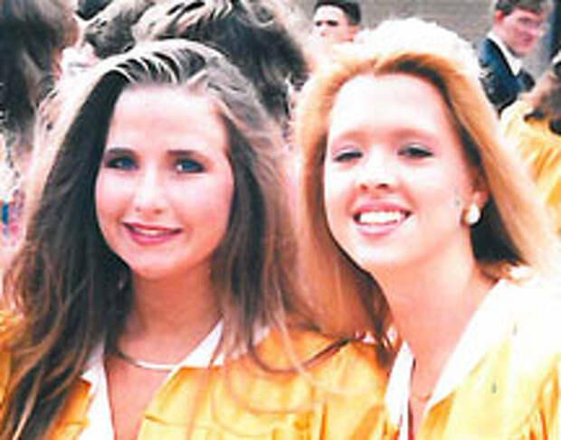 Сюзанна и Стейси на выпускном.