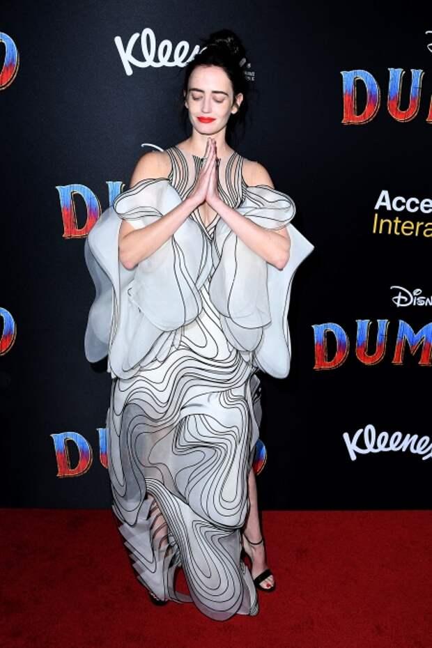"""Ева Грин в наряде на премьере """"Дамбо"""", 2019 год"""