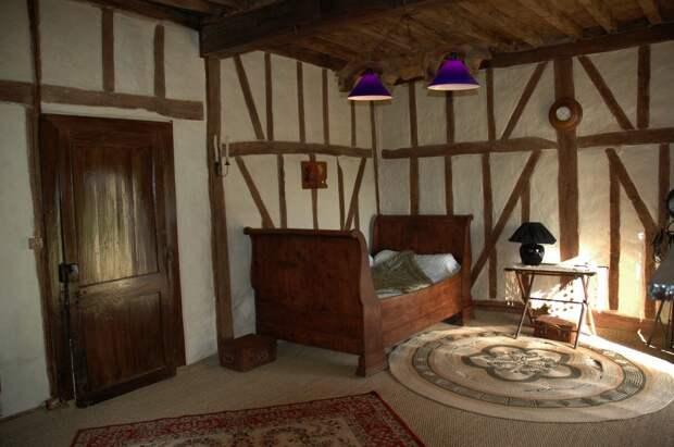 Мистическая история: ночной стук в дверь, за которой никого нет
