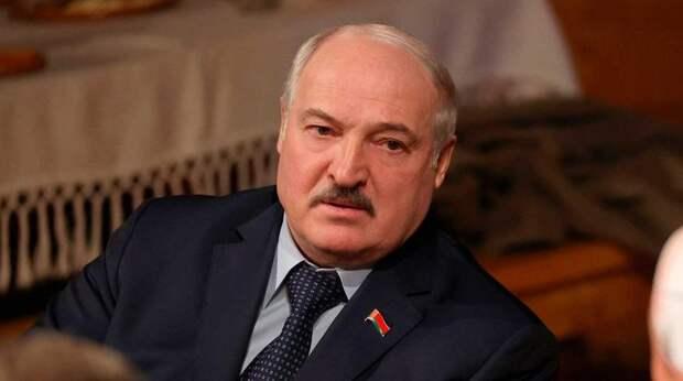 Лукашенко срочно вылетел к Путину