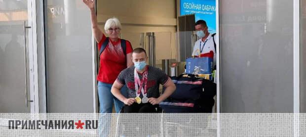 Севастопольского паралимпийца Граничку торжественно встретили в Крыму