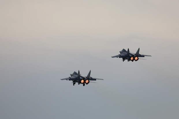 Летчики ЦВО завершают подготовку к демонстрационному пролету авиации 9 мая в Екатеринбурге