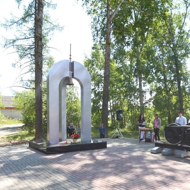 Памятник героям-железнодорожникам открыли на улице Гагарина в Ижевске