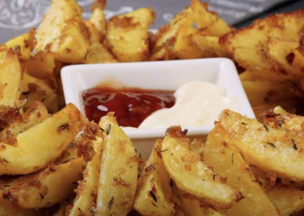 Превращаем скучную картошку в 5 новых блюд: панируем в сухарях, готовим в микроволновке