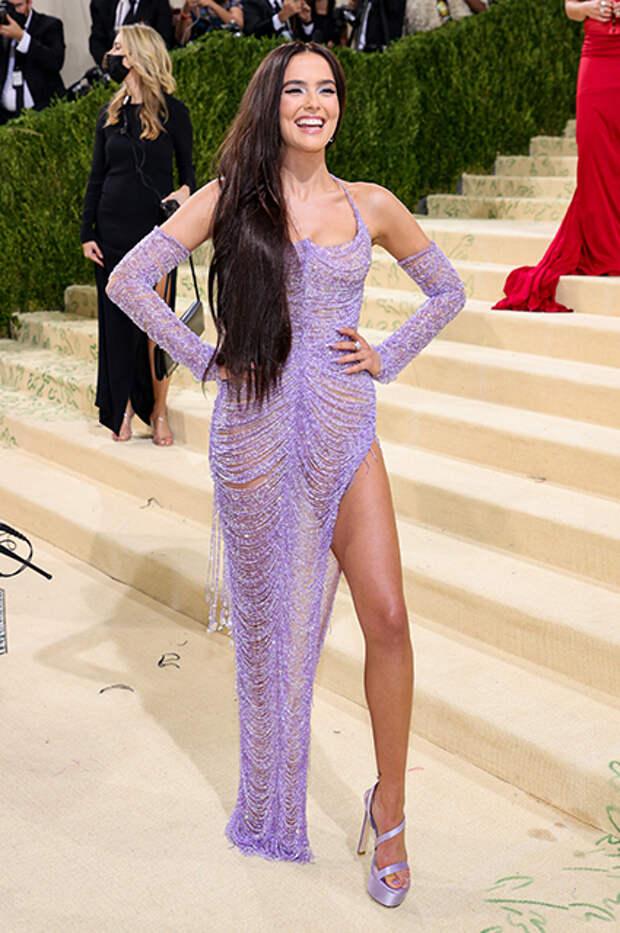 Зои Дойч в Versace