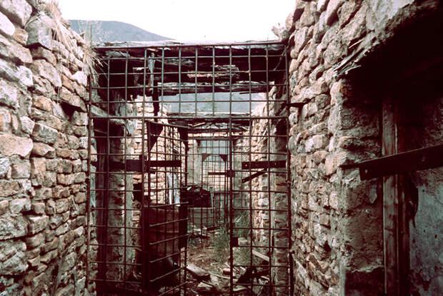 БУР (барак усиленного режима) одного из исправительно-трудовых лагерей на Колыме.