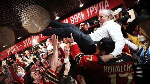 Эмоциональная реакция «Авангарда» на первый Кубок Гагарина: море шампанского, победные пляски, счастье Ковальчука
