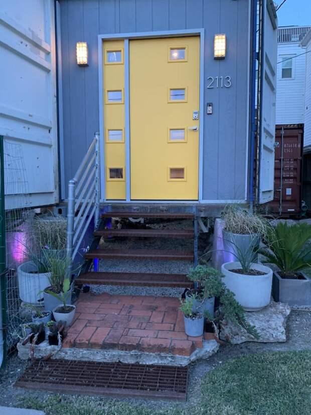 Мужчина построил дом своей мечты из 11 грузовых контейнеров