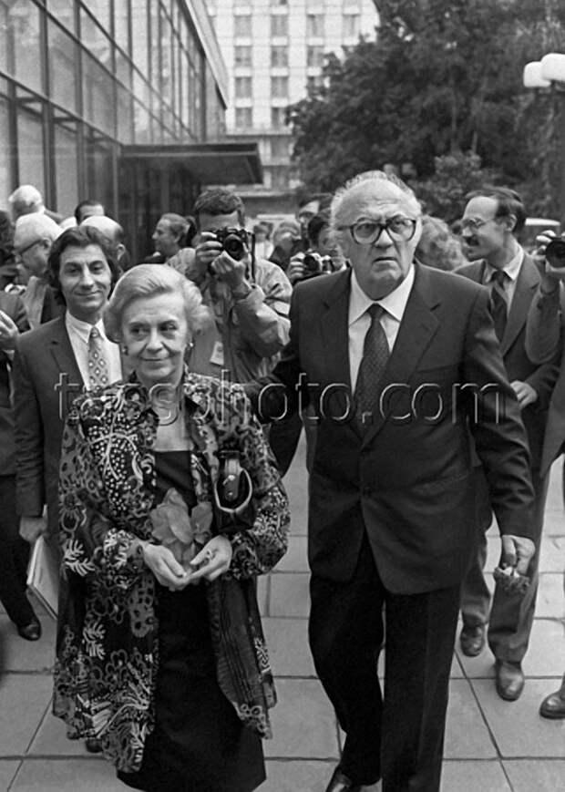 Джульетта Мазина и режиссер Федерико Феллини, 1987