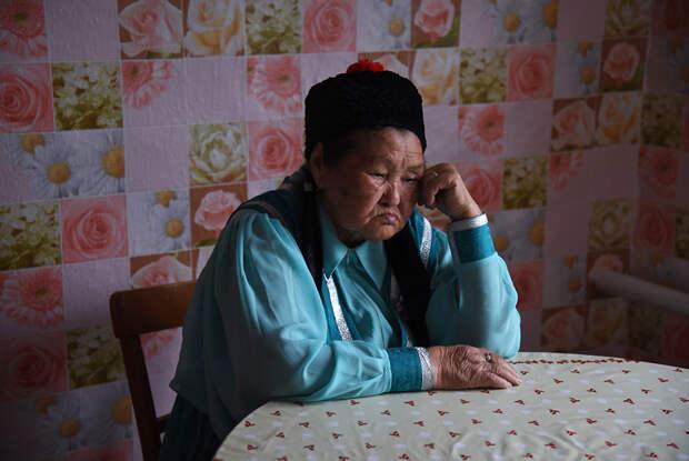 """Фотопроект о депортации калмыков <a href=""""https://lenta.ru/photo/2017/06/10/kalmykia_repressii/"""" target=""""_blank"""">«Ленты.ру»</a>"""